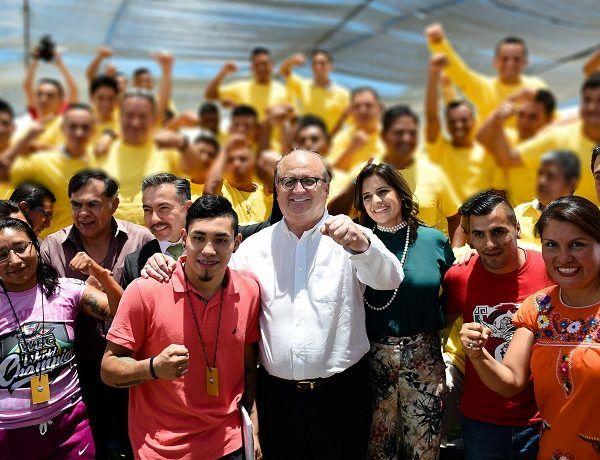 """José """"Pipino"""" Cuevas; Isaac Bustos Hernández, """"El Tortas""""; Juan """"Churritos"""" Hernández; Eduardo """"El Rocky"""" Hernández; Irma """"La Torbellino"""" García; Jessica González y Judith """"La Peligrosa"""" Rodríguez"""