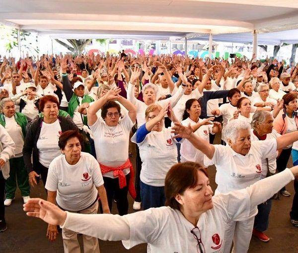Don Raymundo tiene 71 años y fue uno de los más de 800 adultos mayores que