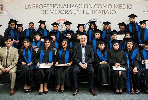 integrantes del Sindicato Único de Trabajadores del Poder Ejecutivo y Entidades Paraestatales del Estado de Morelos (SUTPEEPEMOR)