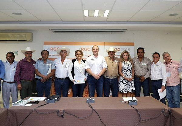 """la mesa denominada """"El Campo Como Modo de Vida"""", impulsada por la Asociación Identidad y Orgullo de Morelos, en donde los productores de viva voz, narraron sus experiencias y sugerencias para fortalecer al sector"""