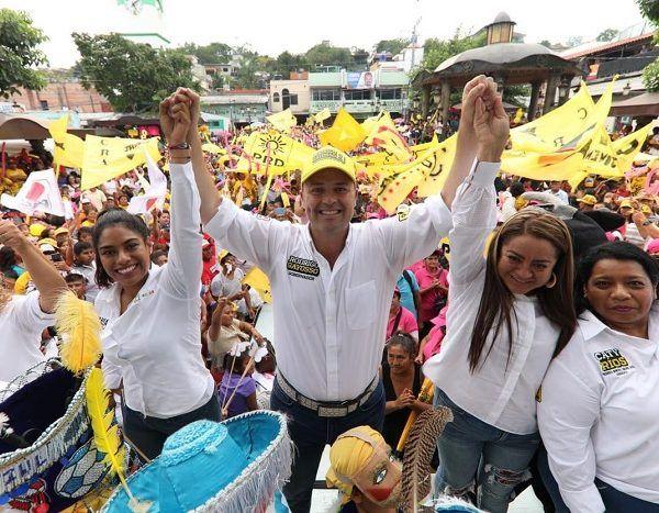 Se reunió en un evento masivo con casi 30 mil productores agrícolas de todo el estado y habitantes del municipio de Yautepec, en donde dejó en claro que la entidad es orgullosamente zapatista, por lo que se tiene que dar prioridad a la tierra