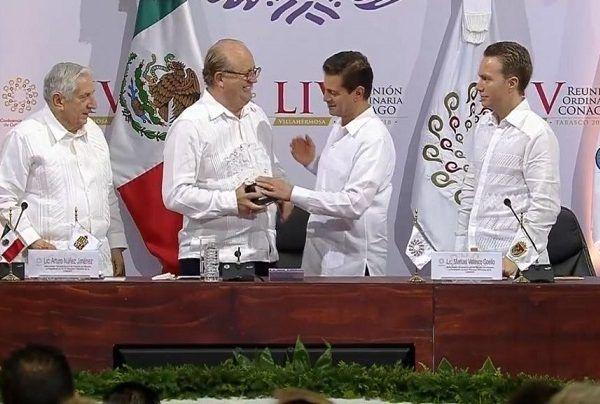 Dicho reconocimiento le fue entregado en el marco de la LIV Reunión Ordinaria de la CONAGO, que se celebró en Villahermosa, Tabasco; también fueron reconocidos los gobernadores Guanajuato, Miguel Márquez Márquez, y de Yucatán, Rolando Rodrigo Zapata Bello