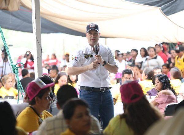 """En Jojutla, el abanderado de la coalición """"Juntos por Morelos"""" garantizó que de ser gobernador no permitirá un solo acto de violencia contra la mujer pues deben ser respetadas por todas y todos los morelenses como el motor que protege a la ciudadanía"""