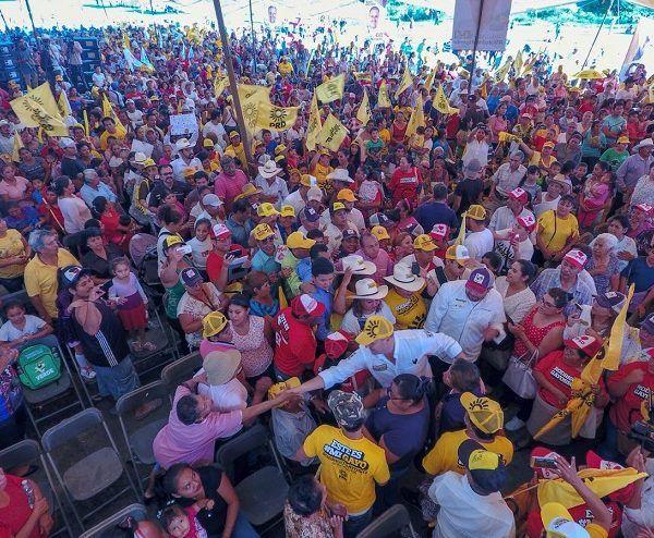 Quiero pedirles que me den su voto, no los voy a defraudar. Trabajaré con la gente de mi estado, trabajaré con ustedes que quieren una mejor condición de vida para sus familias, por eso en Morelos sólo tenemos una opción y es que nos vaya mejor, por eso hay que salir a votar por el PRD y el PSD