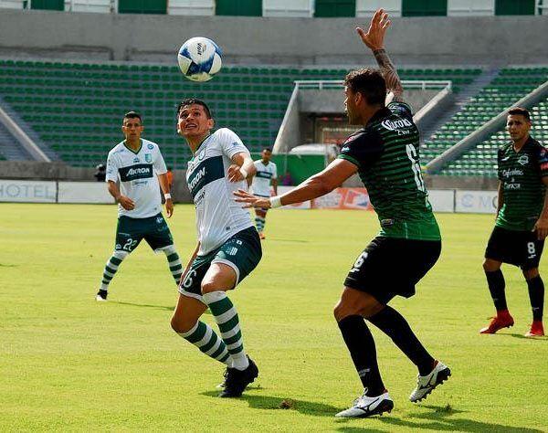 Oscar Macías, ex jugador de Chivas, lució en la primera parte. Al 36´, el joven abrió el marcador con un disparo desde fuera del área y seis minutos después marcó una vez más, en esta ocasión lo hizo definiendo dentro del área frente al portero
