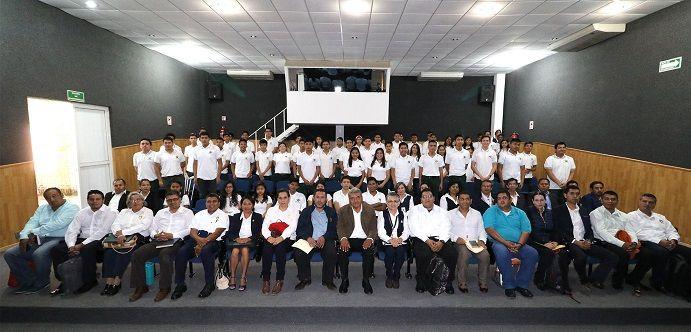Explicó que estos 63 estudiantes obtuvieron los mejores resultados en las eliminatorias realizadas en las tres regiones donde se ubican las unidades académicas del Cobaem, de acuerdo al cómputo realizado por la asociación civil C-Cúbica, responsable de la evaluación