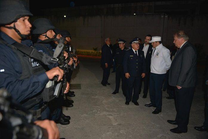 Encabezó el acto de Pase de Revista a los elementos de la Comisión Estatal de Seguridad (CES) en el Centro de Coordinación, Comando, Control, Comunicaciones y Cómputo (C5) y su primera Sesión Extraordinaria del Grupo de Coordinación Morelos, el nuevo gobernador