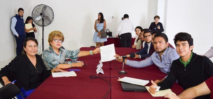 Precisaron, en voz del consejero estudiantil Kevin Bárcenas, que la reducción sería del 50 por ciento exclusivamente al presupuesto asignado a la Coordinación Estatal de Comunicación Social para el pago de publicidad (106 millones); y del 33 por ciento a las prerrogativas a los Partidos Políticos (37 millones) dentro del Presupuesto de Egresos 2019