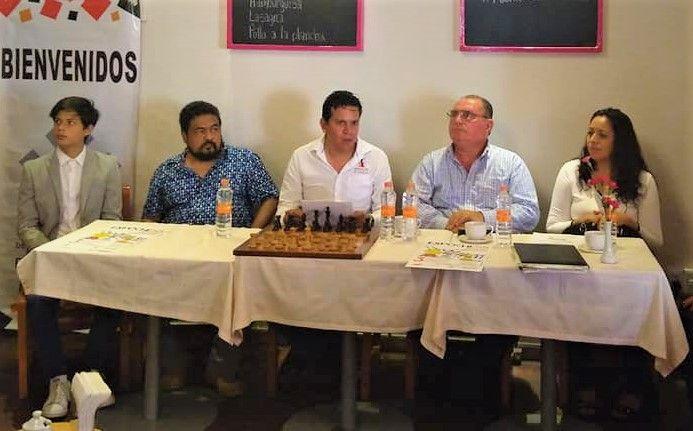 La presentación de este torneo fue encabezada por Rubén Canales, presidente de la Asociación de Ajedrez, Gerardo Ávila Beltrán, secretario técnico de la Comisión del Deporte del Congreso del Estado, Liliana Nájera, secretaria del Sindicato del Ayuntamiento, Enrique Ordoñez, Isidoro Astudillo y Jaime Serna, de la asociación