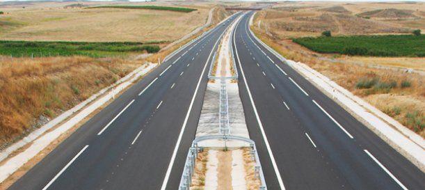 La Autopista Siglo XXI se fue concluida luego de 23 años de que se anunció su construcción y se dio el banderazo de salida a la maquinaria, sin embargo, fue en los últimos seis años cuando se logró salvar los obstáculos que impedía su avance en el estado de Morelos