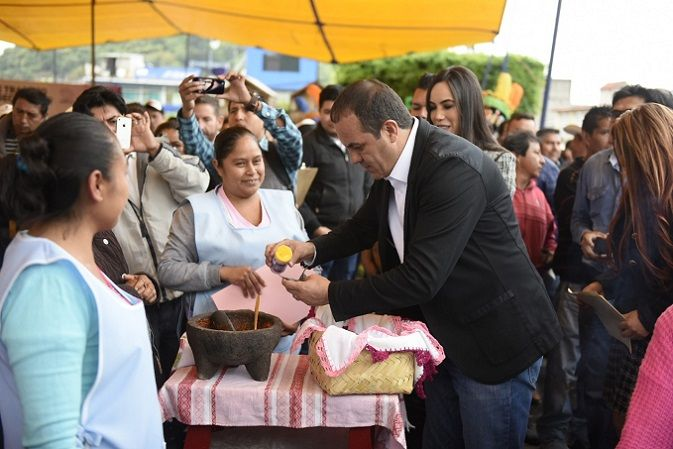 Anunció que en esta nueva etapa de Morelos se pondrá en marcha un plan de reactivación económica y social en la entidad, el cual incluye la reapertura del Aeropuerto Mariano Matamoros, ubicado en Temixco, y una nueva central de autobuses