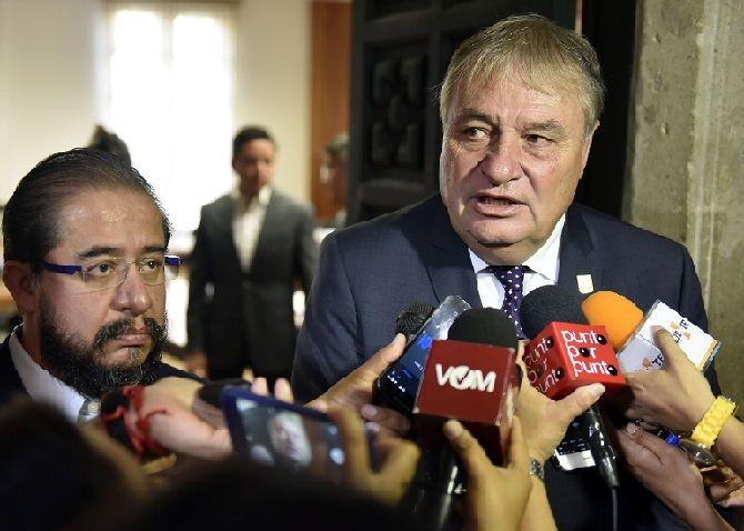 José Manuel Sanz Rivera, jefe de la Oficina de la Gubernatura, informó que la propuesta se realizó de manera conjunta esta mañana durante la tercera sesión de la mesa de trabajo en materia de seguridad, instalada entre el Grupo de Coordinación Morelos y el Gobierno de México