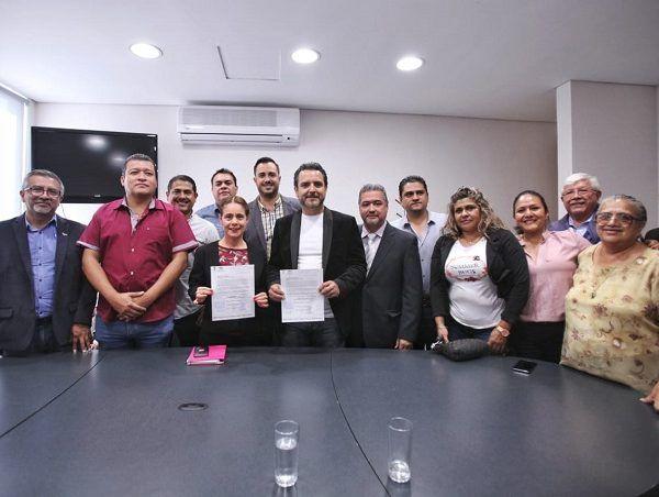 El documento fue recibido por la presidenta de la Comisión de Hacienda, Presupuesto y Cuenta Pública, diputada Rosalina Mazarí Espín, quien hizo un reconocimiento público al Cabildo de Cuernavaca por el esfuerzo que hizo para entregar conforme a los tiempos que marca la Ley