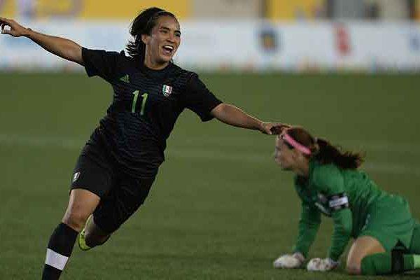 Su veteranía y gran calidad en el terreno de juego la siguen consolidando como una de las principales figuras del futbol mexicano, tal y como brilla en las filas de Tuzas de Pachuca en la que porta el gafete de capitana del equipo.