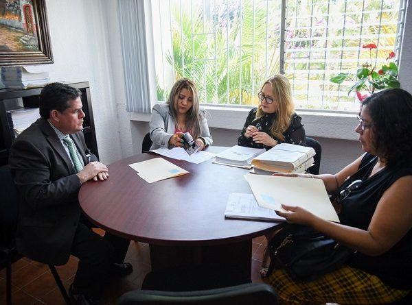 La documentación presentada el día de hoy a la vicefiscal, María Guadalupe Flores Servín, incluye copia de expediente de las obras en que se presentaron irregularidades, con ello se amplía la información solicitada por la Fiscalía anticorrupción para judicializar las carpetas de investigación