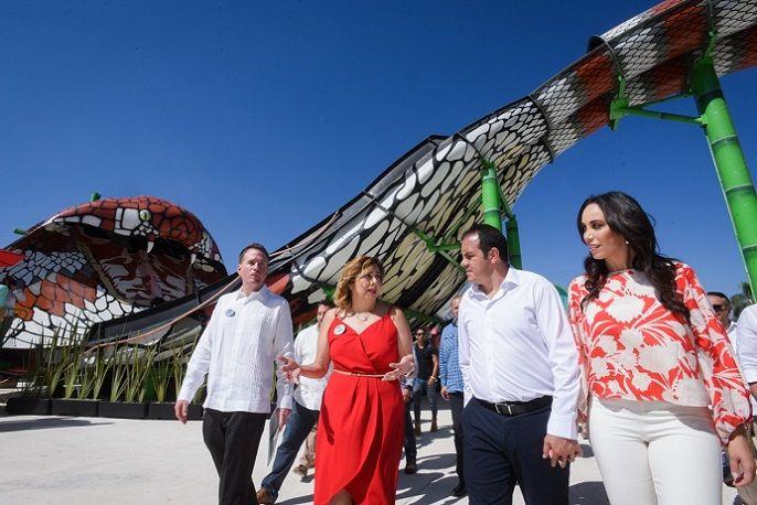 """Asimismo reconoció a los empresarios que eligen a Morelos para aterrizar sus proyectos y aseguró que Six Flags """"es una muestra de la confianza que buscamos generar en el sector empresarial, para que vean en Morelos una tierra de oportunidades"""", apuntó"""
