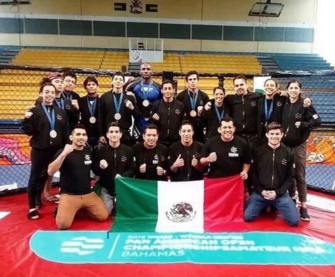 """""""Cumplimos el objetivo, quiero felicitar a todos y cada uno de los luchadores de artes marciales mixtas, porque dejaron el cuerpo y el alma en cada uno de los combates"""", expreso el maestro Raúl Salas"""