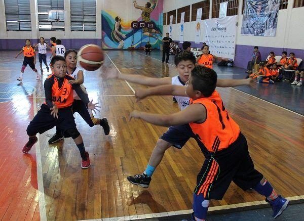 Federico Hernández y Roberto Morales, entrenadores de este equipo morelense, dejaron muy impresionados tanto al rival como a sus seguidores por su estilo de juego sobre la duela y un alto nivel competitivo
