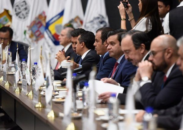 El pasado 27 de julio, a través de las redes sociales, fueron publicadas fotografías del gobernador de Morelos en el Aeropuerto Internacional de la Ciudad de México, presuntamente minutos antes de abordar, acompañado de su esposa, un vuelo rumbo a Brasil