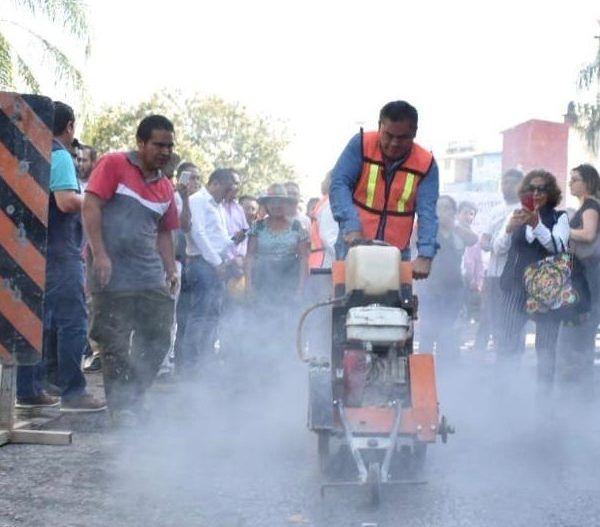 Durante el evento protocolario, el alcalde de Jiutepec, Rafael Reyes Reyes, destacó que las obras se realizarán con recursos propios del gobierno municipal para el ejercicio 2019 y serán en beneficio de 500 habitantes; el edil comunica que los trabajos son de vital importancia para el desarrollo de la comunidad, asimismo para brindar mejores servicios municipales