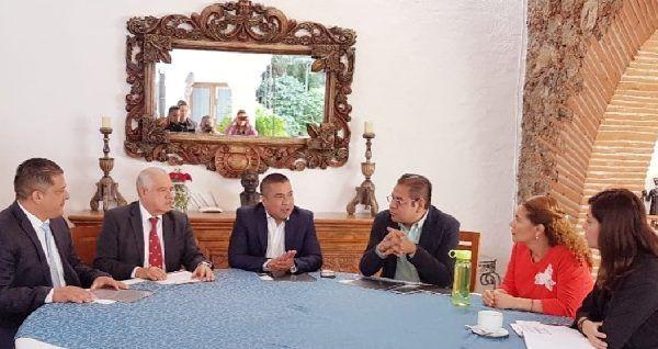 Precisaron que no se puede gobernar a espaldas del pueblo y secreto, porque eso es lo que molesta a la gente y es lo que se debe de cambiar, como lo ha propuesto y hace el presidente Andrés Manuel López Obrador en esta Cuarta Transformación de México