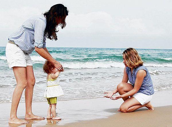 En el caso concreto, una pareja conformada por dos mujeres solicitaron por escrito al Registro Civil de Aguascalientes reconocer y registrar a un menor nacido de una de ellas como hijo de ambas