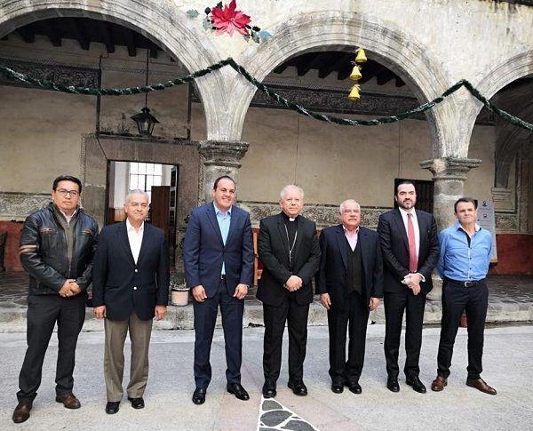 El gobernador Cuauhtémoc Blanco Bravo y el obispo de Cuernavaca, Monseñor Ramón Castro Castro, acordaron mantener diálogo y comunicación que permita atender las causas que generan la inseguridad y combatir las conductas delictivas que aquejan a la sociedad, así como impulsar la cultura de la denuncia