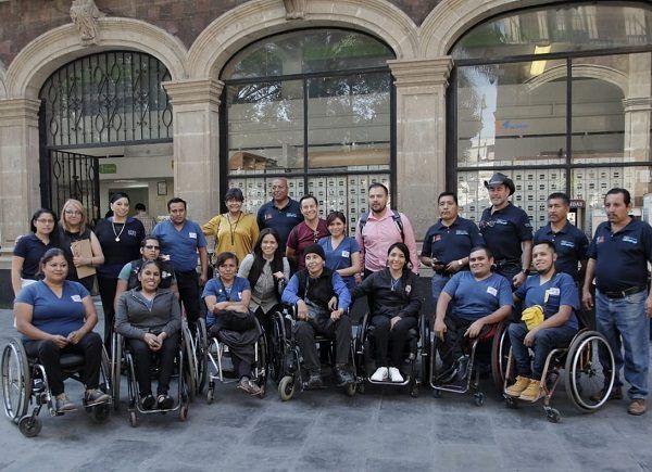 Al realizar un recorrido por el centro de Cuernavaca, acompañadas por personas con sillas de ruedas, verificaron las condiciones de accesibilidad o no para este sector de la población