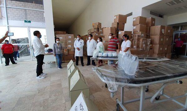 El legislador dijo que esta primera entrega la hace a nombre propio y del diputado Javier García Chávez, pues en conjunto decidieron unir recursos propios para adquirir 350 mascarillas N95, 2,500 cubrebocas quirúrgicos, tres camillas y 20 litros de gel antibacterial