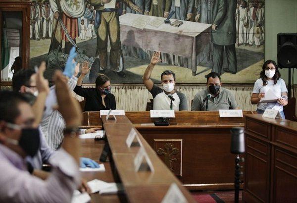 la dirigencia estatal el PRD anunció que interpondrá una controversia constitucional en su contra; y organizaciones de abogados y empresarios solicitaron al gobernador Cuauhtémoc Blanco Bravo no la publique para que no sea aplicada en el próximo proceso electoral