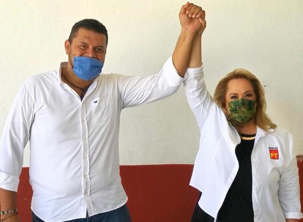 Les pido a Pepe Gaytán y a Saul Chávez que no le fallen a la gente y que hagan realidad el lema del PT, que es estar cerca de la gente