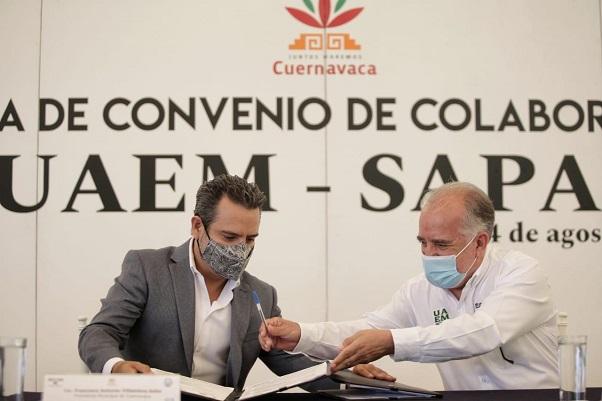 Por su parte, el rector de la UAEM, Gustavo Urquiza Beltrán, agradeció el interés y la buena voluntad del alcalde capitalino y del SAPAC por contribuir en el fortalecimiento del conocimiento de la comunidad universitaria, al asegurar el abastecimiento de agua potable, factor fundamental para hacer frente a la pandemia con las medidas preventivas