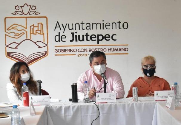 Durante la deliberación del punto de acuerdo, en la sesión ordinaria de Cabildo, el alcalde Rafael Reyes Reyes destacó la disposición de la síndico, las regidoras y los regidores por expresar con su voto a favor el compromiso con los más de dos mil 138 jóvenes universitarios que cursan su educación profesional en Jiutepec