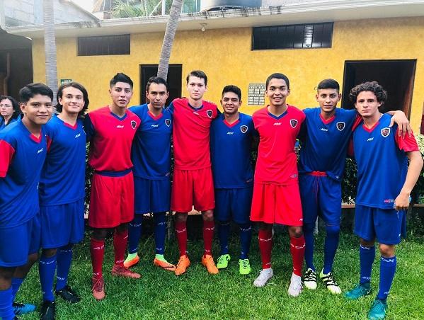 En las instalaciones del Deportivo Montesur en punto de las 11:00 horas el equipo anfitrión de la Academia Cuextlan F.C. le hace los honores al equipo debutante de los Caudillos Morelos