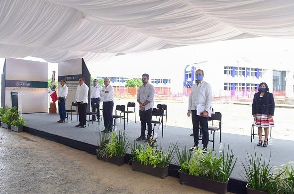 Me informan que se destinaron alrededor de 300 millones de pesos, esa fue la inversión, que no gasto, porque todo lo que se destina a la educación es inversión para el desarrollo social, económico, cultural y científico