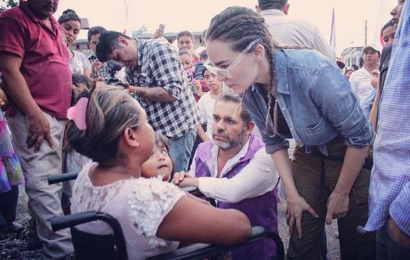 El ex priista y diputado federal por Jojutla quiere ser alcalde de Cuernavaca y para ello ha inundado de de propaganda la capital de Morelos. Su imagen aparece en decenas, tal vez cientos de unidades del transporte colectivo, espectáculares, bardas y publicidad que está siendo entregada por militantes de Partido Encuentro Social o Encuentro Solidario, para el caso es el mismo PES; y no conforme con ello a través de miles de llamadas a celulares