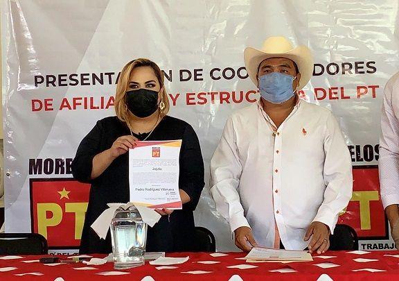 Le entrega Tania Valentina reconocimiento como coordinador de afiliación en Jojutla