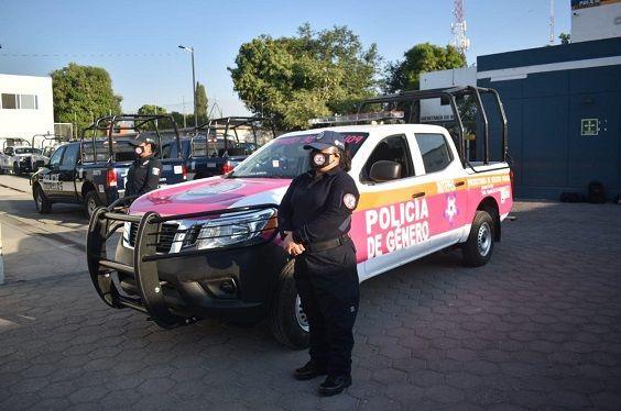El Gobierno de Jiutepec puso en operación una patrulla rosa, cuyos rótulos dicen con claridad Policía de Género, que será utilizada exclusivamente para atender las llamadas de emergencia relacionadas con actos de violencia en contra de las mujeres