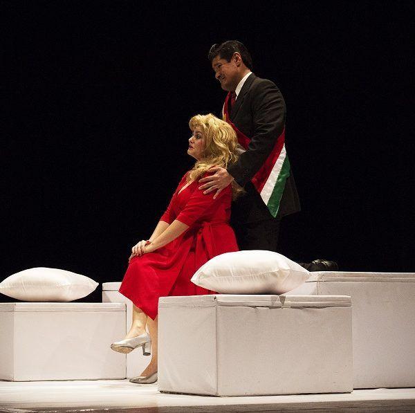 espectáculo de Teatro-Cabaret toma a la pareja presidencial