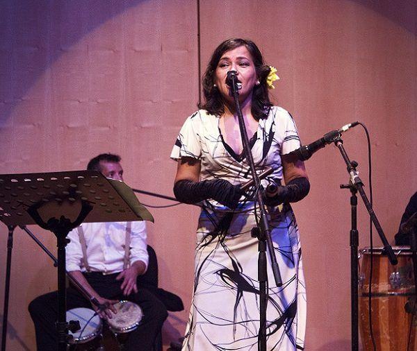 con un gran repertorio de guajiras y sones montunos, pasando por algunos boleros y changüís