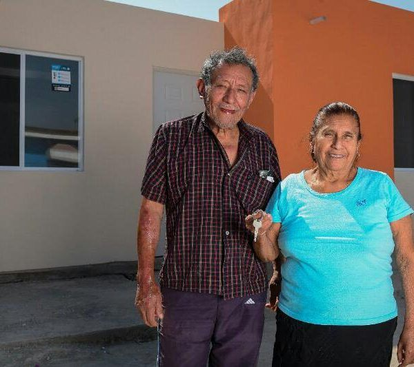 """supervisó las obras para la reconstrucción de la escuela Emiliano Zapata, las cuales lleva a cabo la fundación """"Vecino Contigo"""" y dio arranque a la construcción de la carretera La Nopalera- Yautepec"""