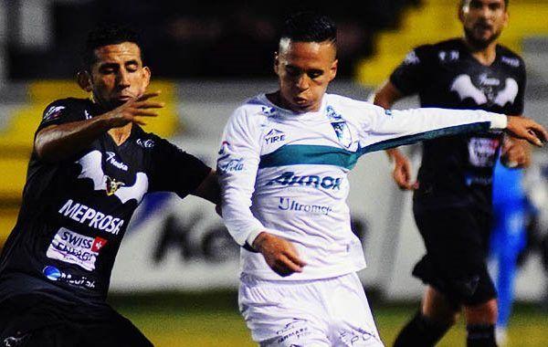En la cancha del estadio Centenario se jugaba un partido importante dentro del Grupo 6 de la COPA Corona MX; los Cañeros del Atlético Zacatepec