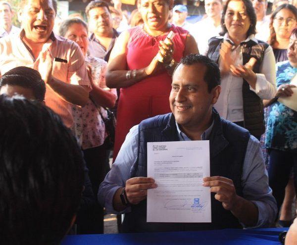 el diputado federal Javier Bolaños expresó que el país requiere gente comprometida y hoy Beto Mojica es el correcto abanderado para refrendar la posición de trabajar