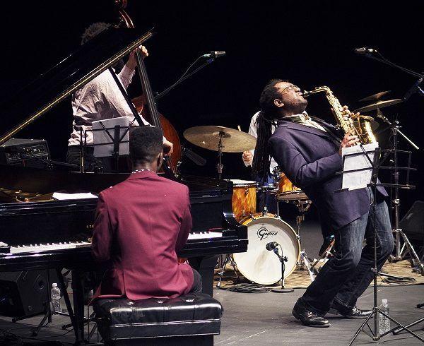 Patrick Bartley, joven virtuoso del saxofón, ha sido nominado al Grammy y recibido diversos premios como multiinstrumentista, compositor y arreglista, es conocido por su enorme versatilidad y estilo original. Originario de Florida