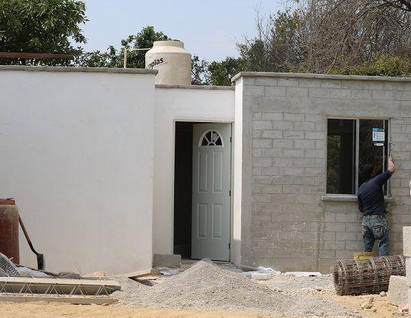 Las construcciones son supervisadas por ingenieros y arquitectos, son casas funcionales y antisísmicas, costeadas en 120 mil pesos