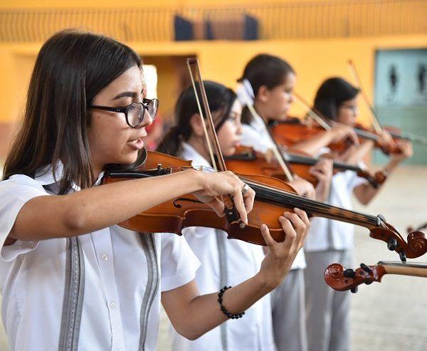 Inducir a la niñez desde edades tempranas en el arte y la cultura, sobre todo en la música e inculcarla como actividad rutinaria en su crecimiento, ellas y ellos encuentran diversión en esta práctica, pero además desarrollan un sentido de trabajo en equipo, responsabilidad y sensibilidad colectiva, comentó Tito Quiroz