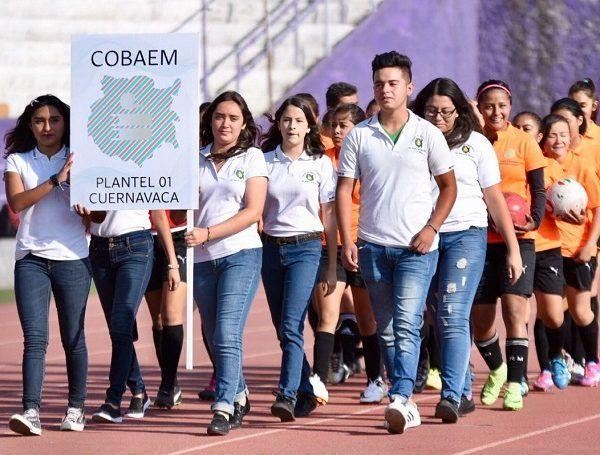 La secretaría de Educación, Beatriz Ramírez Velázquez, llevó a cabo la premiación –entrega de medallas y trofeos- a los equipos ganadores de esta justa deportiva estudiantil