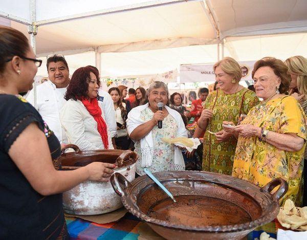 """El evento contó con la presencia de la reconocida Chef Susana Palazuelos, quien ha sido galardonada con más de 30 diplomas y seis medallas a nivel mundial por su trabajo gastronómico, y fue merecedora del Premio Gourmand por su libro """"México: Una Herencia de Sabores"""" en la categoría de Libro de Cocina del Año, precisó que Morelos tiene una riqueza culinaria muy variada que debe difundirse"""