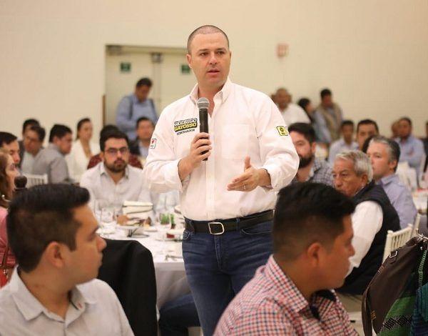 """Así lo dio a conocer durante una reunión con el Colegio de Ingenieros y Arquitectos, que brindaron su respaldo a la coalición """"Juntos por Morelos"""" al contar con propuestas serias para la transformación de la entidad"""