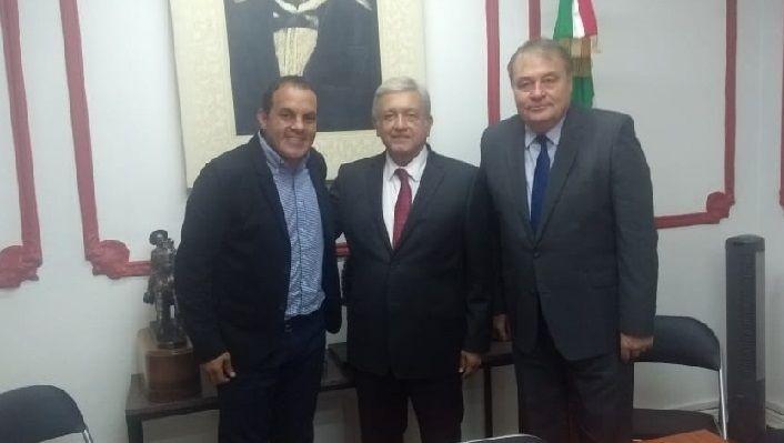 """López Obrador informó a través de Twitter: """"Hace un mes, más de 30 millones de mexicanos, nos dieron su confianza. Ni a ellos ni a nadie les fallaremos. Hoy conversamos con el gobernador electo de Morelos, Cuauhtémoc Blanco"""""""